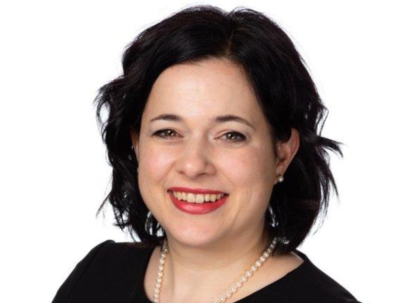 Une photo portrait de Véronique Dorval.